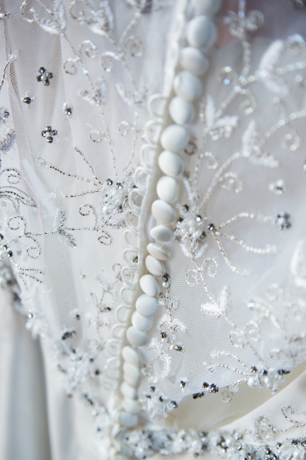 Wedding Dress Buttons | Affichomanie Blog