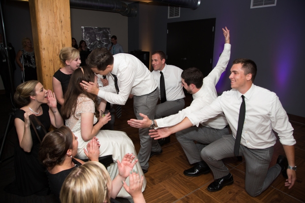 Groomsmen Dance | Affichomanie Blog
