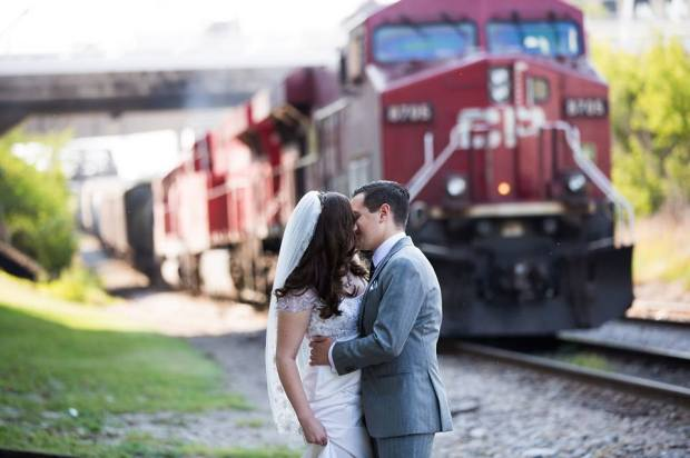 First Look - Kiss by Train | Affichomanie Blog